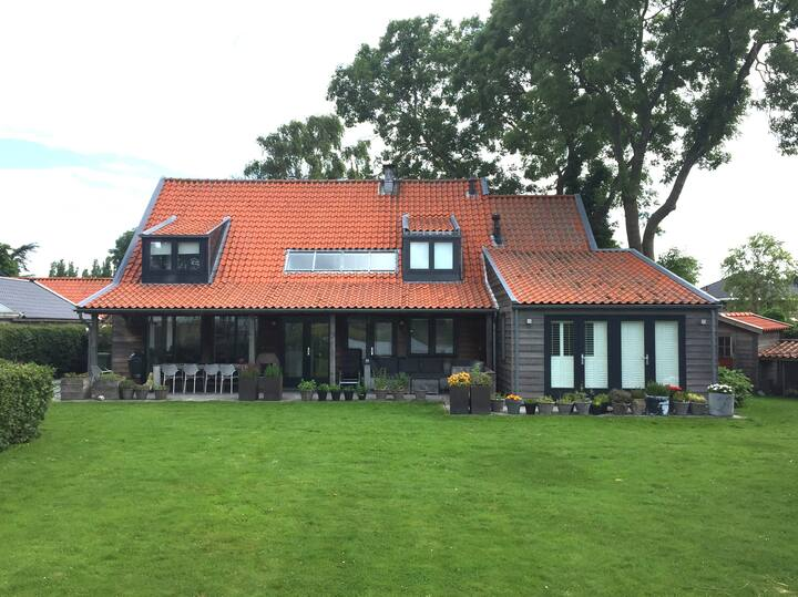 Vrijstaand landhuis in Markenbinnen