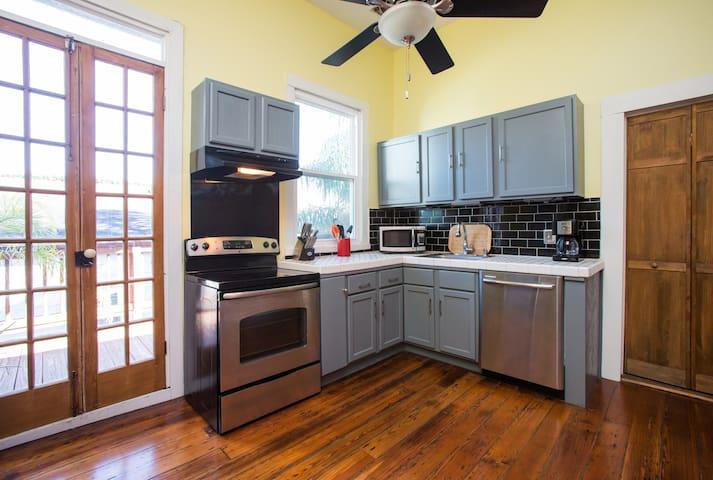 Sunny kitchen stocked w/ cookware & utensils