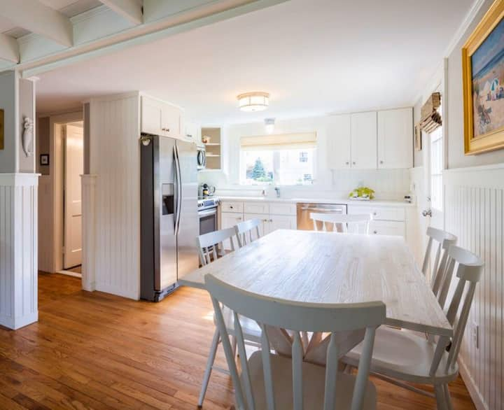 Walk to town + beach! 4BR, Newly renovated