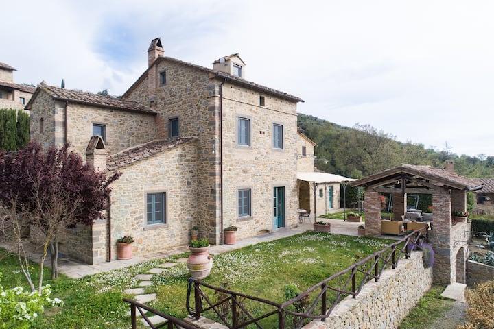 La Pergola pretty villa with pool