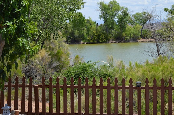 Peaceful Pond View Suite 1 bed/1bath, with kitchen