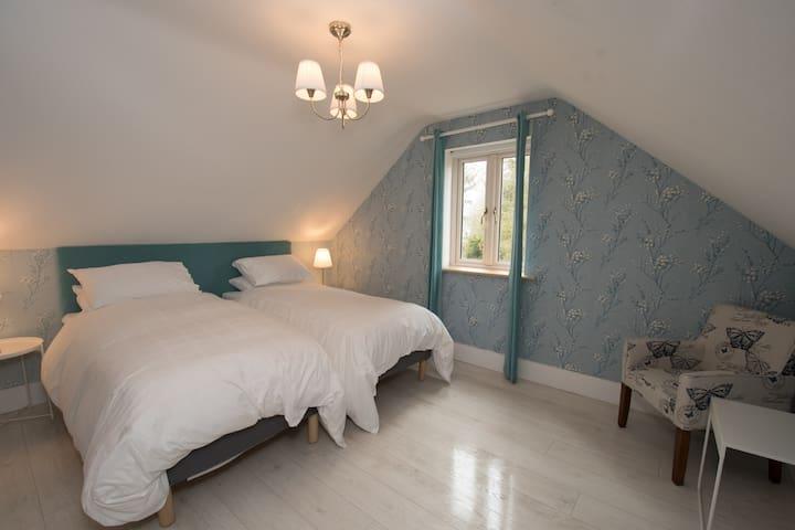 Upstairs Bedroom - twin beds