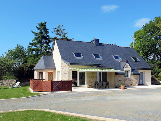 Holiday home in Lannion - Ploubezre - Rumah
