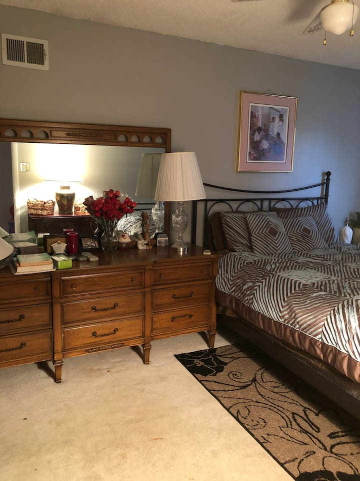 Guest room available in the surburbs of SJ