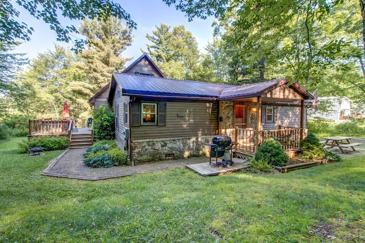 Homey getaway among the trees w/ bar, foosball table, hot tub, deck, & firepit