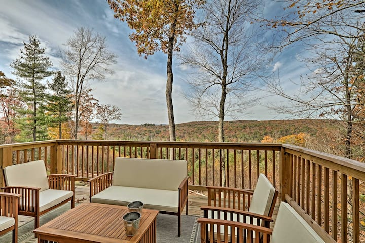 Newly Built & Secluded Catskill Cottage w/ Views!
