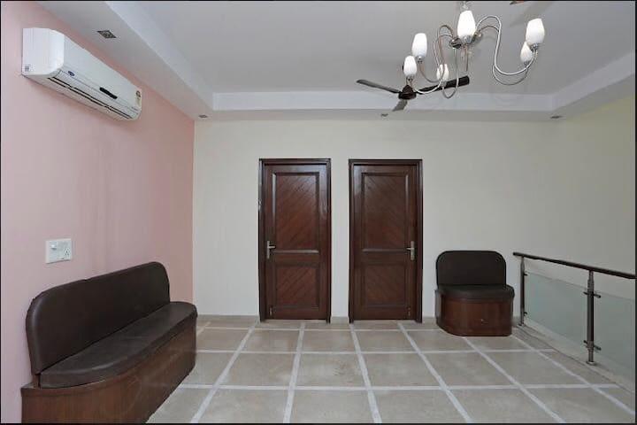 """Mirage Party""""5-Bedroom"""" Set @ Sector-52 Noida"""