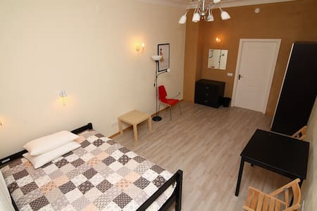 Просторная красивая комната в центре - Sankt-Peterburg - Wohnung