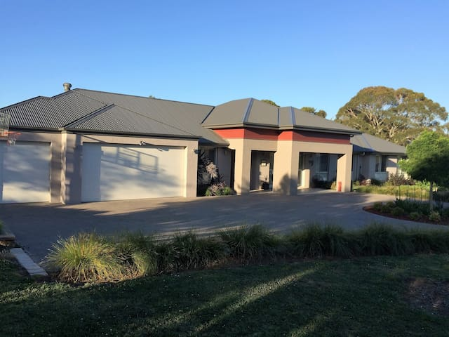 Woodhatch - Moss Vale - House