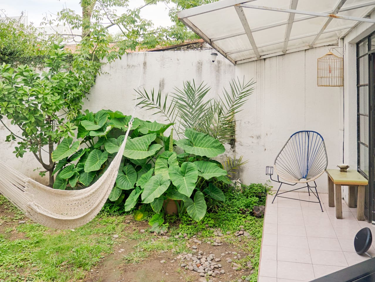 Patio con hamaca y silla Acapulco