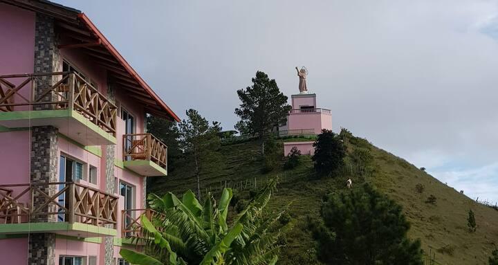 Hermoso Hotel de Montaña en Constanza!