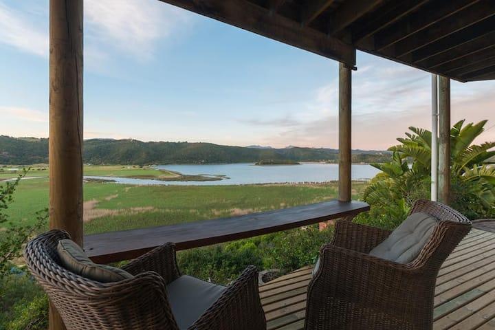 Sunbird suite - (honeymoon suite)