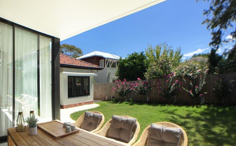 Modern Art Deco Architecture Deigned House
