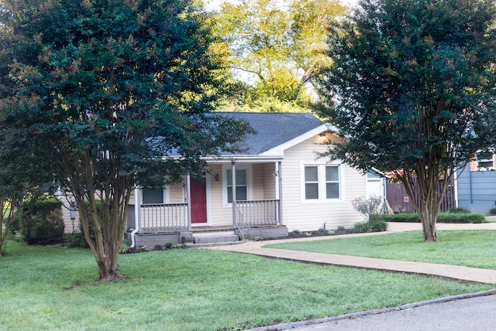 Classic cutie home - 10 min from downtown