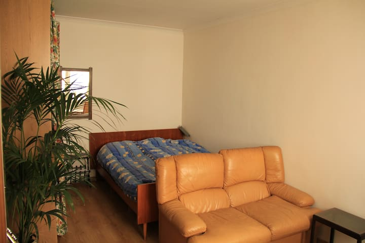 Cosy room in shared house, Berchem - Anvers - Casa