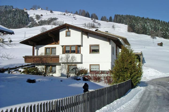 Cozy Apartment in Oberperfuss near Ski Area