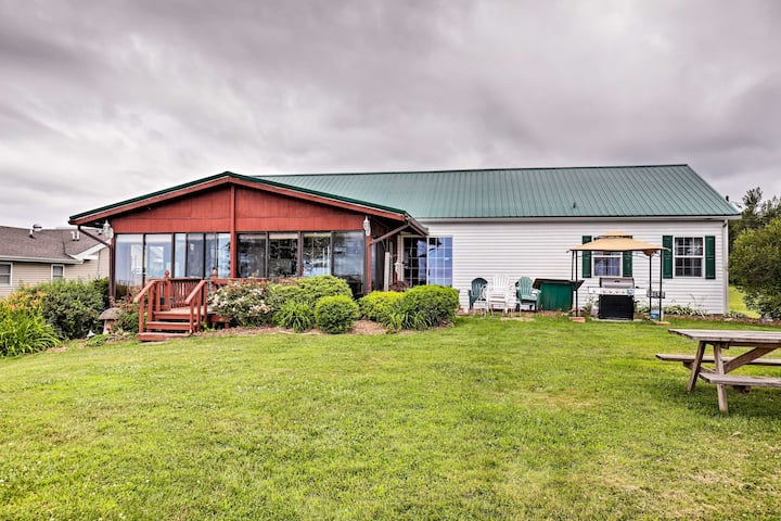 Lyndonville House w/ Fire Pit & Screened-In Patio!