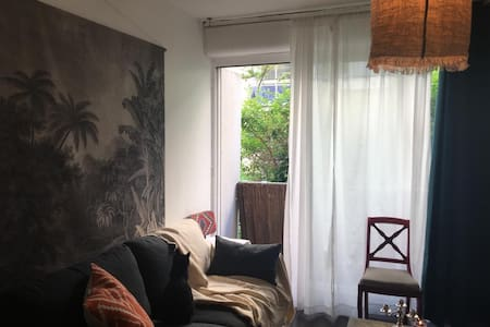 Calm and shinny Studio. Paris 10. Best Location