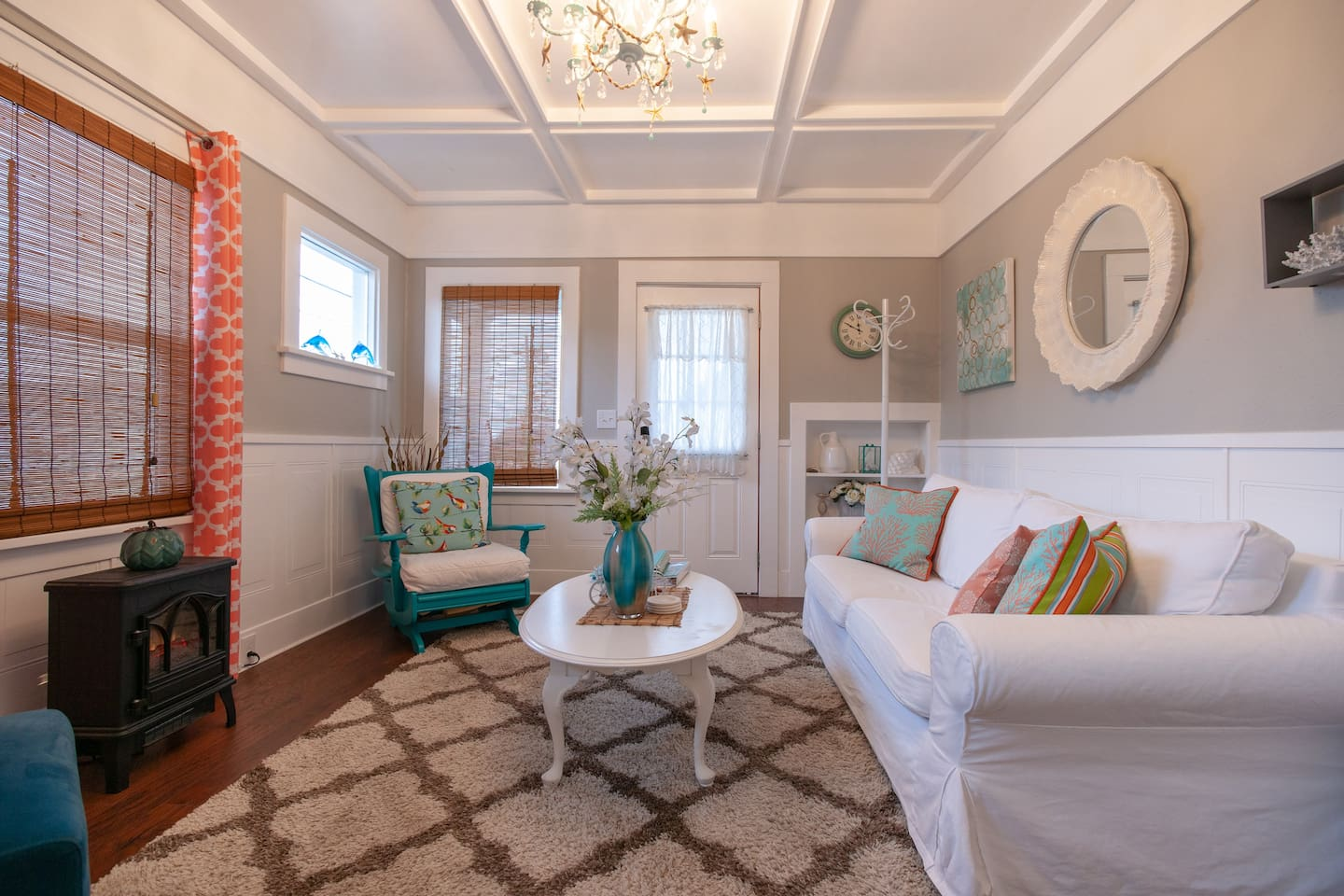 Welcome to the SeaShell Cottage! Beautifully styled craftsman cottage completely decorated and outfitted with a seashell theme.