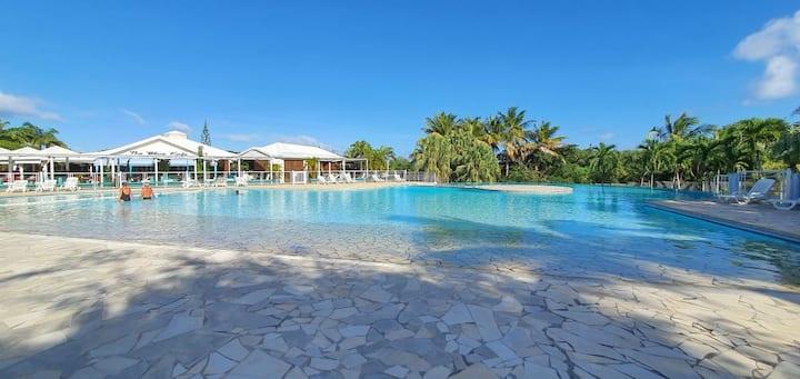 Grand studio idéalement situé, jardin et piscine