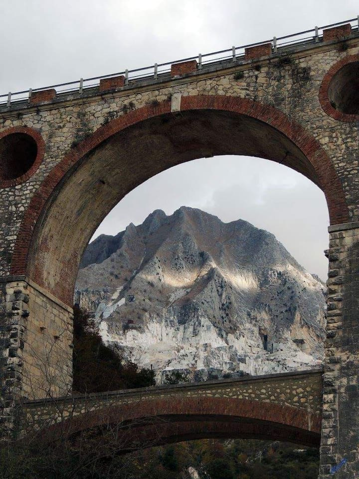 immagine delle cave attraverso ponti di vara