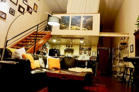Large Real Lake Merritt Artist Loft! (1000 sq ft) - Oakland - Loft