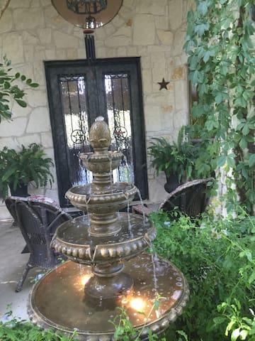 TxState!  2BR,private bath,den - San Marcos - Maison
