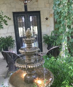 TxState!  2BR,private bath,den - 산마르코스(San Marcos) - 단독주택