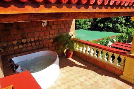 1 luxury Suite in pretty house-Jacuzzi-Near Beach
