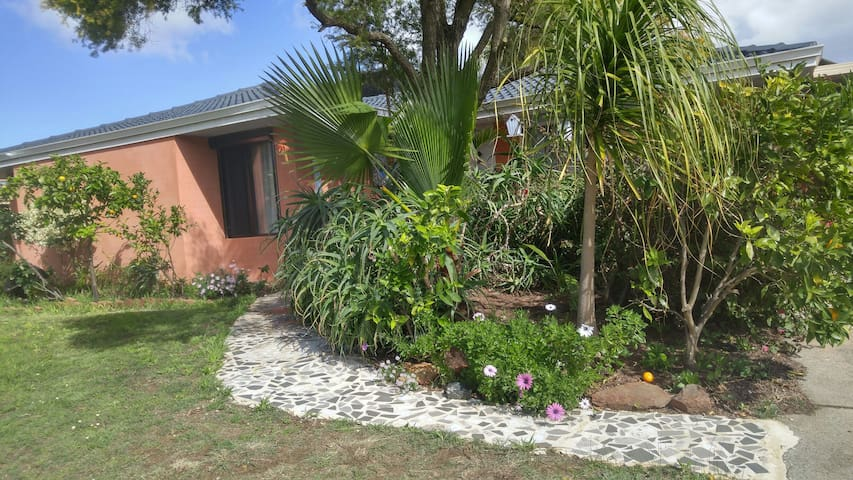 Aussie Retreat wt Breakfast, Parking free - Thornlie - Ház