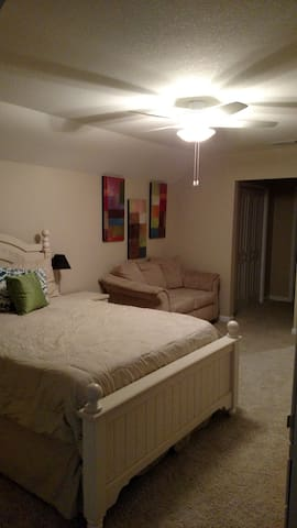 Full Guest Suite in Private Level! - Gainesville - Talo