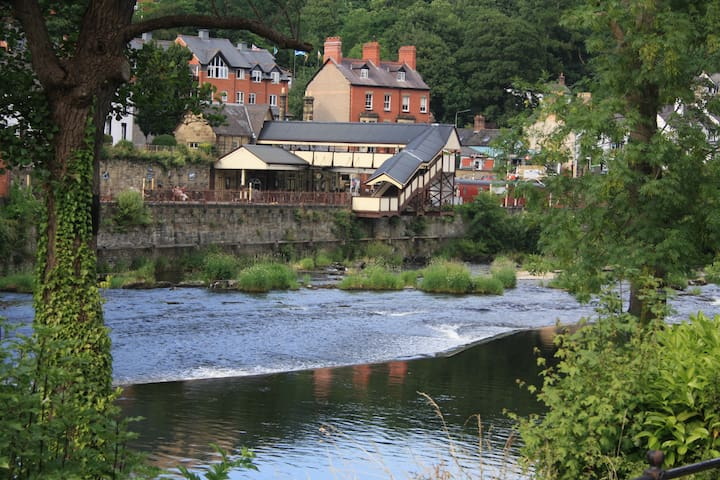 Riverside Apartment, Centre of Llangollen