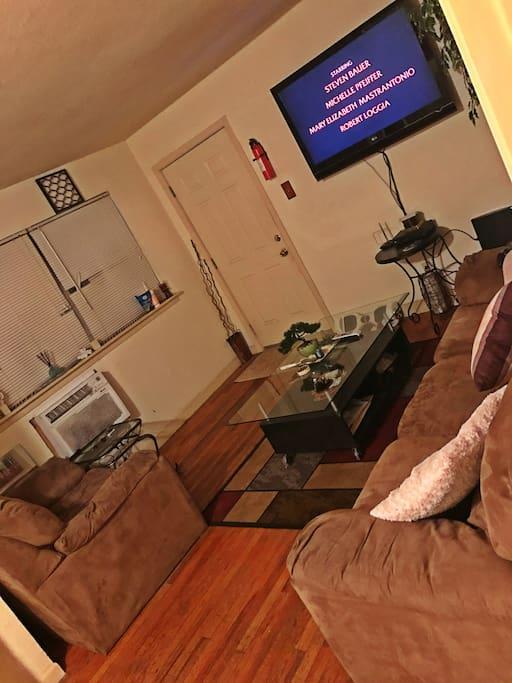 52 inch wall mounted flat screen new James la Z time sofa & love seat !