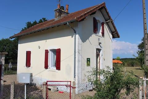 La maisonnette, ancienne maison de garde barrière