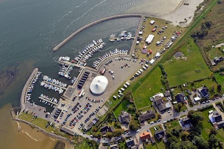 Strand, lystbådehavn, natur, stilhed. Lejlighed D.