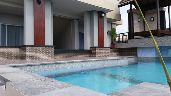 Kubu d Bukit Guesthouse Jimbaran with pool viewing