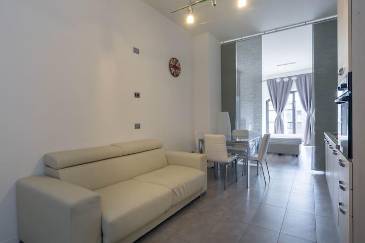 Casa adriana davanti alla spiaggia lofts for rent in for Loft via savona 97