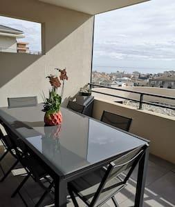 Appartement neuf avec vue mer.