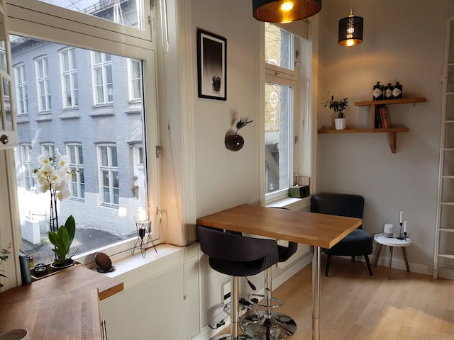 Space efficient studio apartment in central Oslo