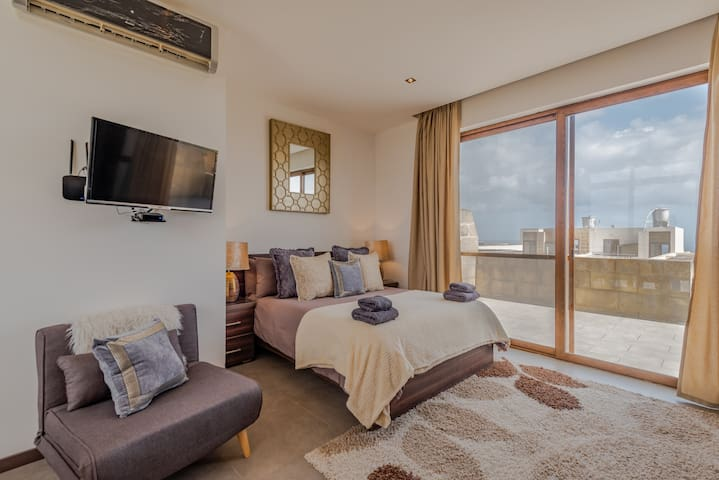Junior Suite Room With Sea Valley View & Kitchen