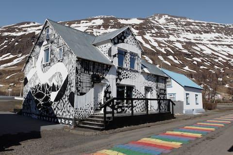 Top floor apt on the rainbow street