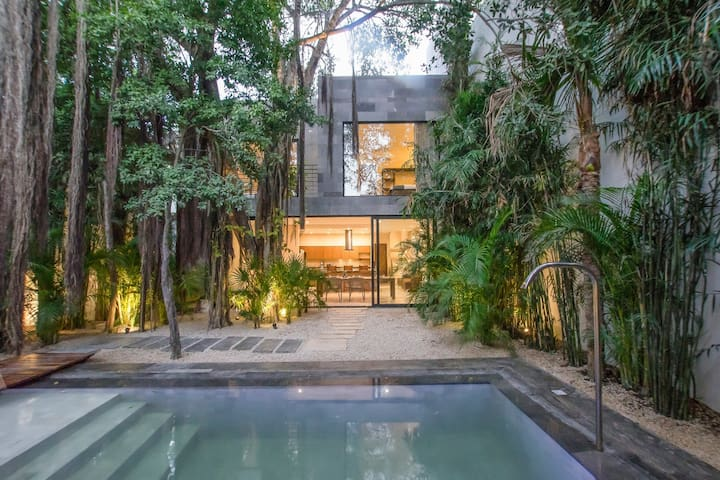 BOOX | A JUNGLE LUXURY MASTERPIECE + CHEF INCLUDED
