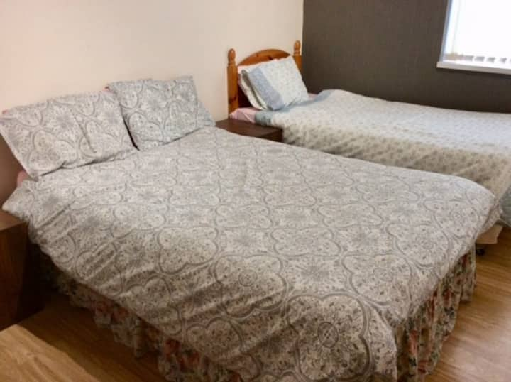 Central one bedroom flat (suitable for 3 guests)