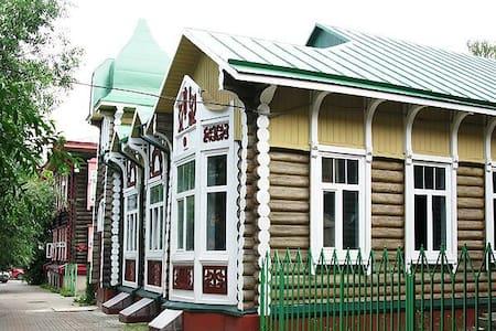 """Хостел """"Дом Охотника"""" - Tomsk - Gästehaus"""