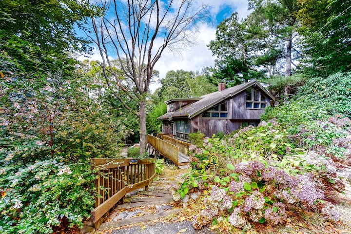 Eclectic home  w/ outdoor patio, private sauna, close to golf and the beach!