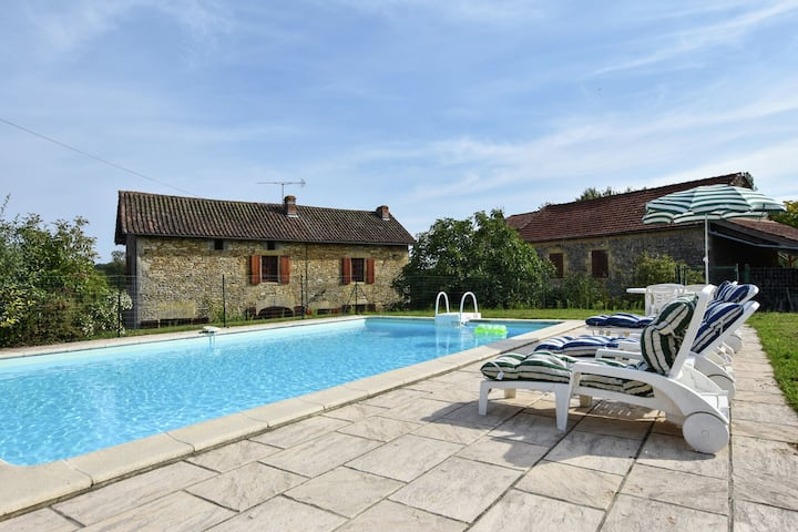 Cosy Holiday Home in Loubejac Aquitaine with Swimming Pool
