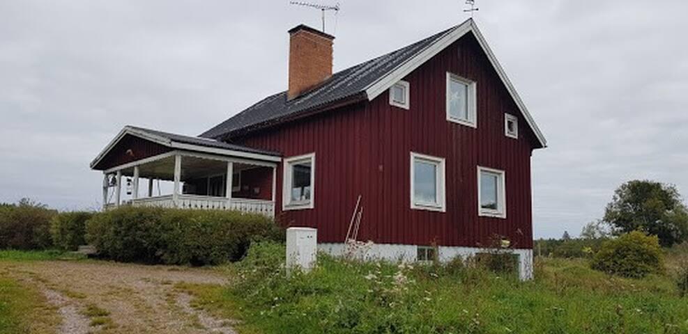Bekvämt hus i Bergslagsnaturen