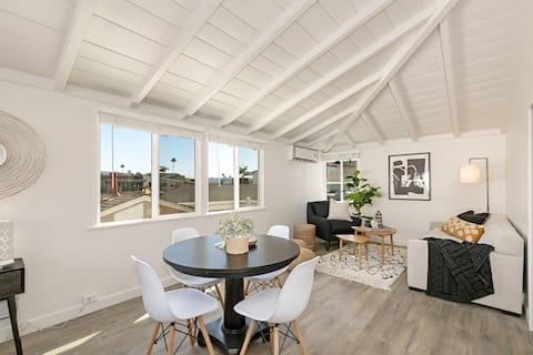 Sunny, waterfront apartment on Balboa Island