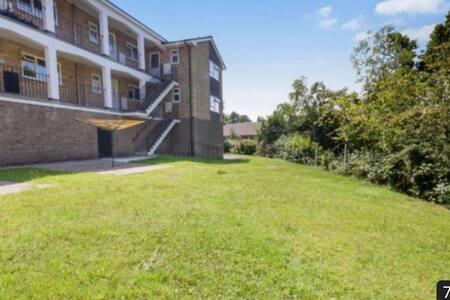 Perfectly placed modern flat - Heathfield - Lägenhet