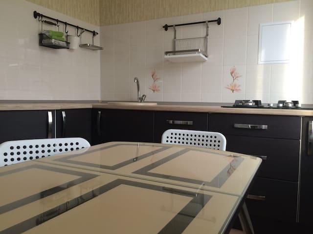 Уютная квартира - Yakhroma - Daire